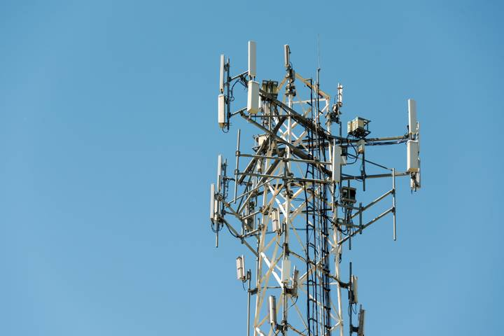 Bell MTS swap to LTE network leaves some Manitoba residents paying for cell service they don't get - Winnipeg