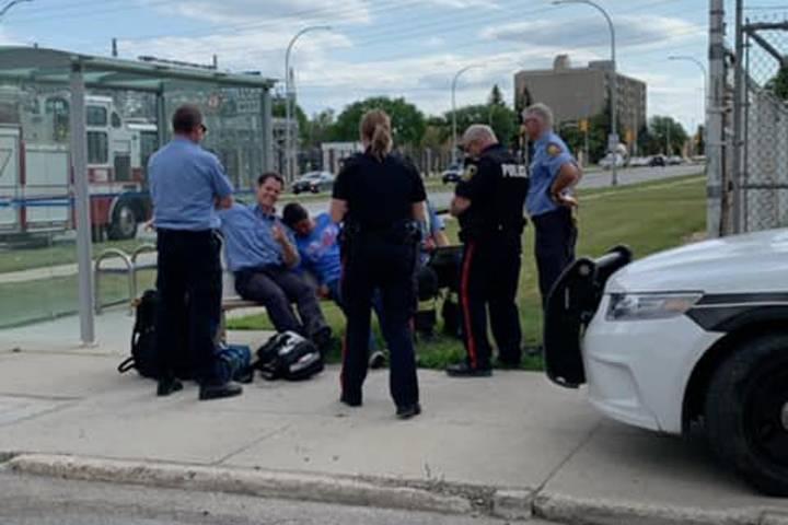 Winnipeg police apologize for taking photo of vulnerable citizen on bus bench - Winnipeg