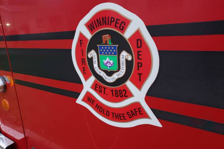 Winnipeg fire crews battle blaze at abandoned Portage Avenue building - Winnipeg