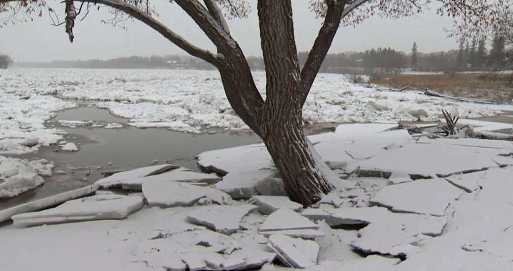 Feel that rumbling? Ice heaves a reality for lakefront Manitobans - Winnipeg