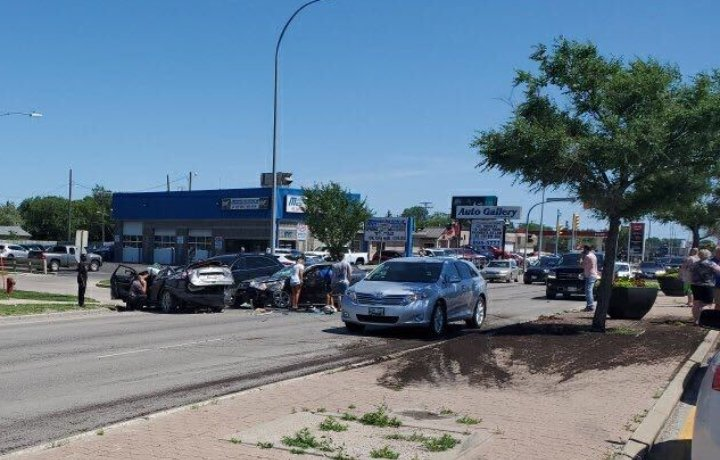 Serious crash closes Portage Avenue near west Perimeter highway - Winnipeg