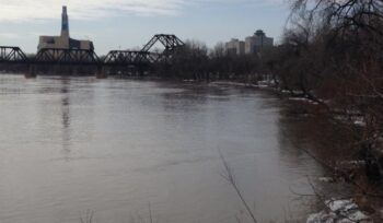 1 person in hospital after Red River rescue: WFPS - Winnipeg